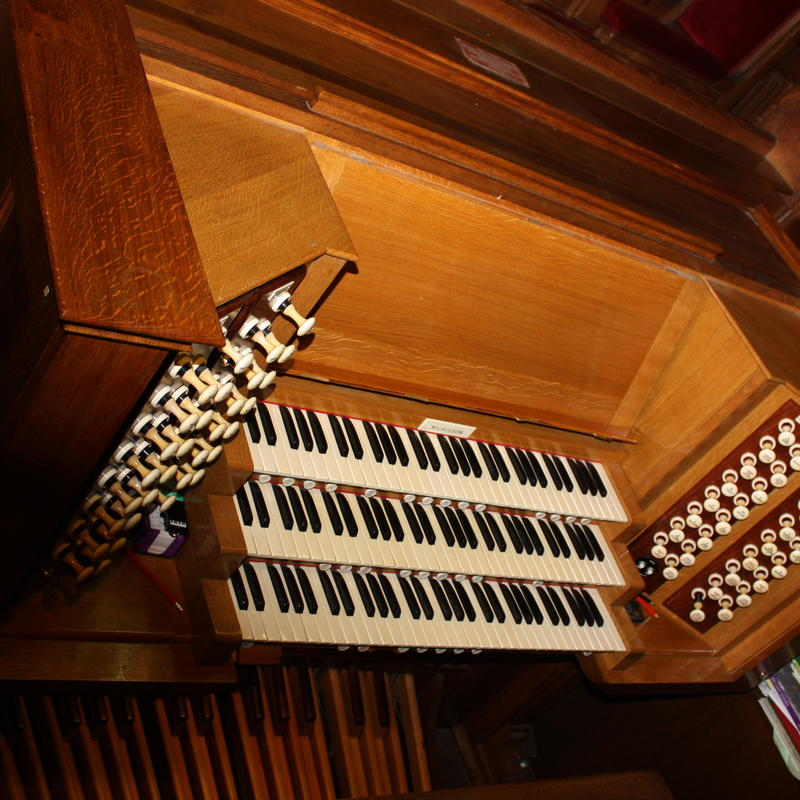 chapel organ keyboard